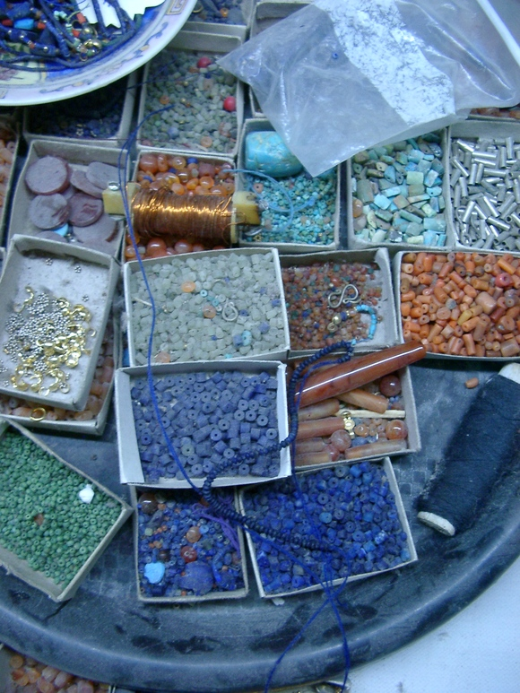 ペシャワールのビーズ工房: lapidary beads working from Peshawar_a0186568_23281622.jpg