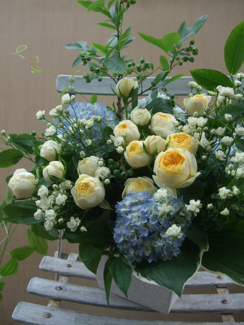 オークリーフ(ブルーベリーと2種のバラのアレンジメント)_f0049672_1436183.jpg