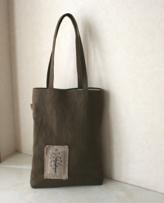 カーキ刺繍のバッグ_a0102486_111015.jpg