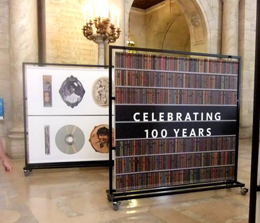 ニューヨーク市立図書館100周年で、レゴブロックのライオン像展示中_b0007805_202354100.jpg