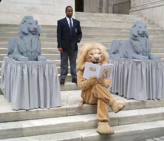 ニューヨーク市立図書館100周年で、レゴブロックのライオン像展示中_b0007805_2024157.jpg
