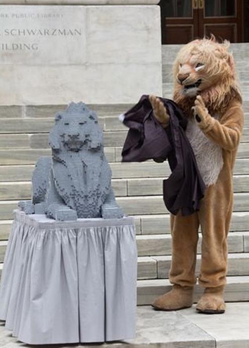 ニューヨーク市立図書館100周年で、レゴブロックのライオン像展示中_b0007805_20243559.jpg