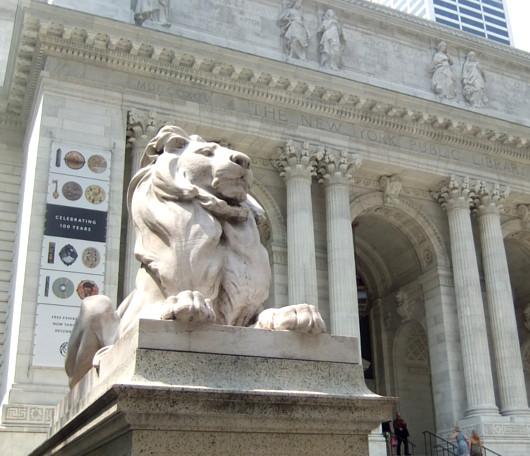 ニューヨーク市立図書館100周年で、レゴブロックのライオン像展示中_b0007805_20535987.jpg