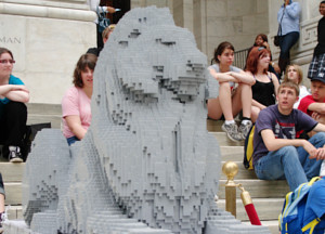 ニューヨーク市立図書館100周年で、レゴブロックのライオン像展示中_b0007805_21191235.jpg