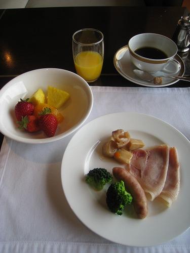 4月 神戸ポートピアホテル ルームサービス朝食とサウナとラウンジ朝食と・・・_a0055835_15421829.jpg