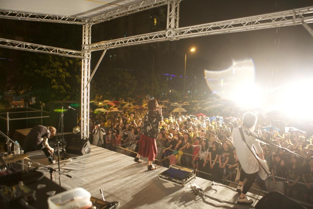 Plastic Tree、台湾フリーライヴで1000人が熱狂!_e0197970_2464037.jpg