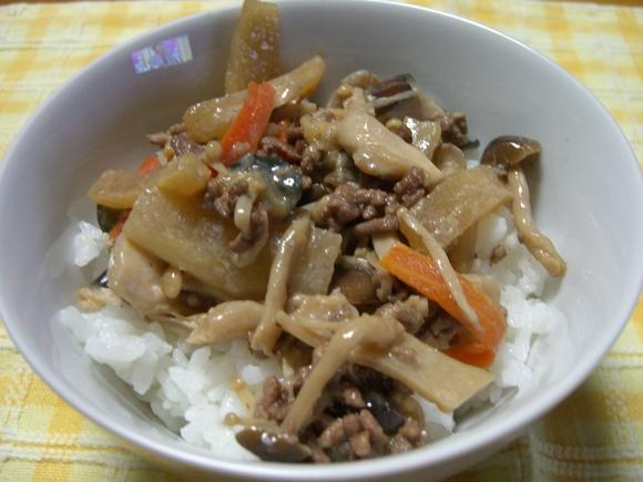 「キノコと秋野菜のどんどん丼」_a0214374_1163764.jpg