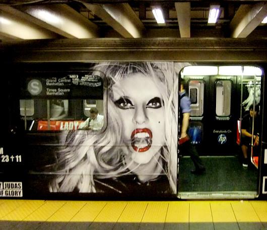 ニューヨークの地下鉄に歌手のレディ・ガガさん電車登場!!!_b0007805_13385179.jpg