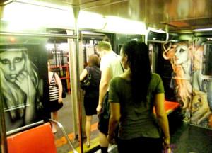 ニューヨークの地下鉄に歌手のレディ・ガガさん電車登場!!!_b0007805_1338588.jpg