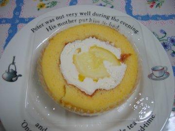 プレミアム レモンとレアチーズのロールケーキ_a0150910_21531472.jpg