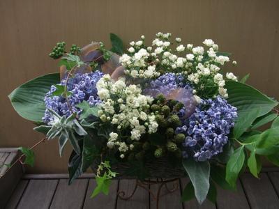 オークリーフ(青と白の花、そしてグリーンミックスのアレンジメント)_f0049672_160487.jpg