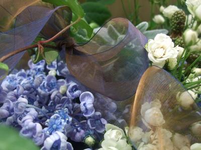 オークリーフ(青と白の花、そしてグリーンミックスのアレンジメント)_f0049672_1615453.jpg