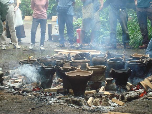 土器焼き: firing replicated pottery_a0186568_0561332.jpg