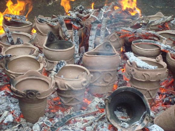 土器焼き: firing replicated pottery_a0186568_131094.jpg