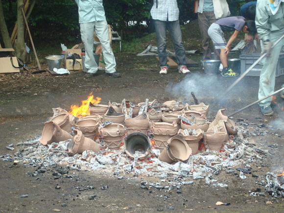 土器焼き: firing replicated pottery_a0186568_161286.jpg
