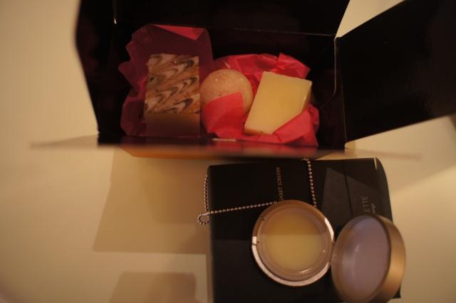 プレゼント満載、ホテル・ラ・スイート神戸星の数は?_f0083294_0174173.jpg