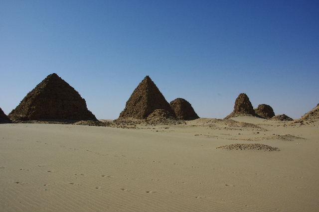 ヌーリ遺跡   ナバタ王国のブラック・ファラオの王墓群_c0011649_1434036.jpg