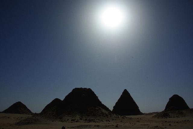 ヌーリ遺跡   ナバタ王国のブラック・ファラオの王墓群_c0011649_1451422.jpg