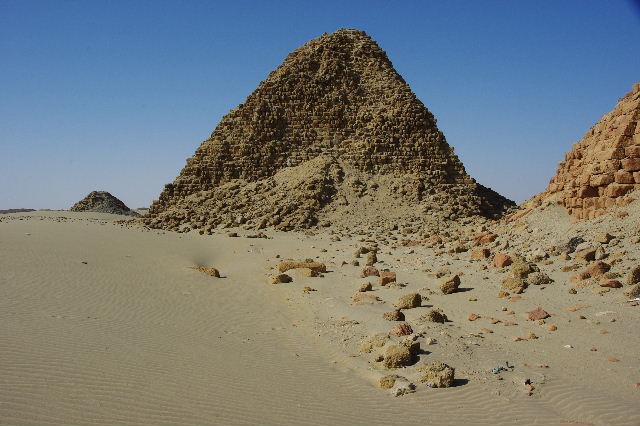 ヌーリ遺跡   ナバタ王国のブラック・ファラオの王墓群_c0011649_1575251.jpg