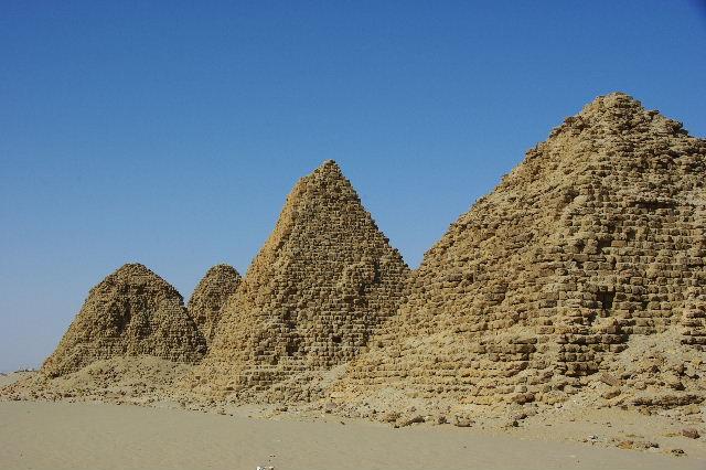 ヌーリ遺跡   ナバタ王国のブラック・ファラオの王墓群_c0011649_1585464.jpg