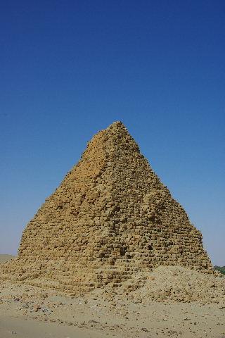 ヌーリ遺跡   ナバタ王国のブラック・ファラオの王墓群_c0011649_1591887.jpg