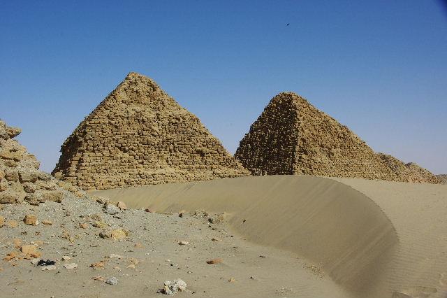 ヌーリ遺跡   ナバタ王国のブラック・ファラオの王墓群_c0011649_205231.jpg
