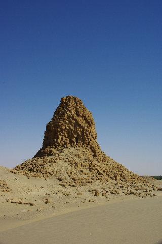 ヌーリ遺跡   ナバタ王国のブラック・ファラオの王墓群_c0011649_212320.jpg