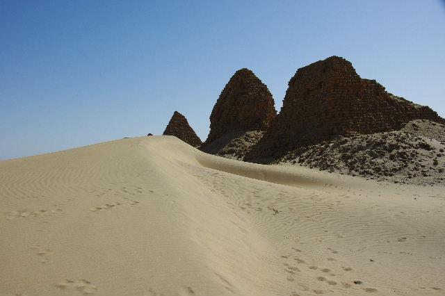 ヌーリ遺跡   ナバタ王国のブラック・ファラオの王墓群_c0011649_22142.jpg