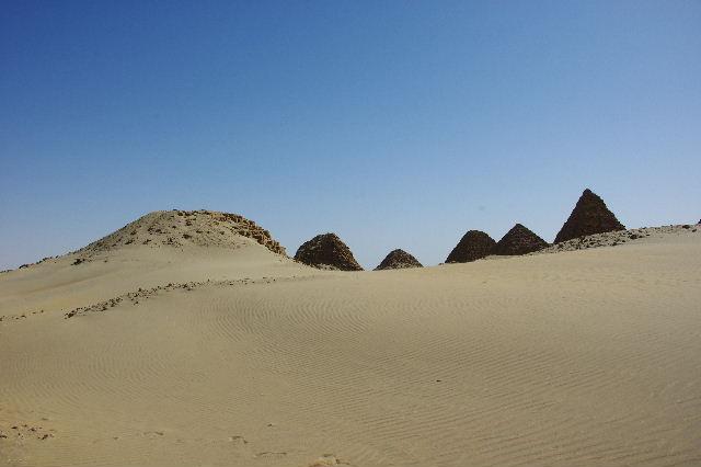 ヌーリ遺跡   ナバタ王国のブラック・ファラオの王墓群_c0011649_225226.jpg