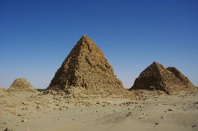 ヌーリ遺跡   ナバタ王国のブラック・ファラオの王墓群_c0011649_9492439.jpg