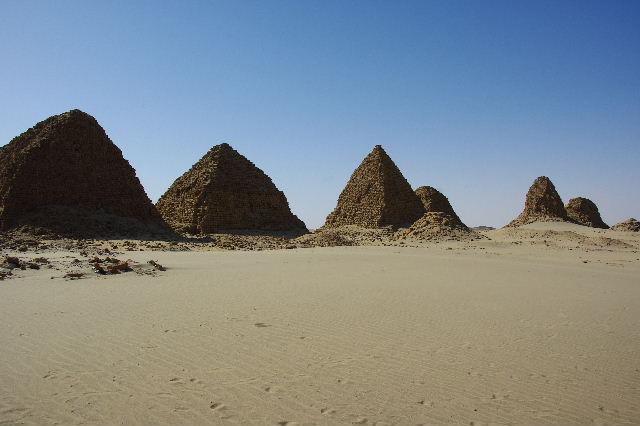ヌーリ遺跡   ナバタ王国のブラック・ファラオの王墓群_c0011649_9552961.jpg