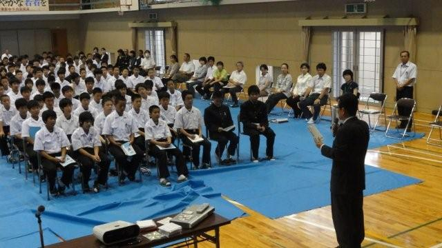 Lecture in the gym in a public school_c0157558_2213286.jpg