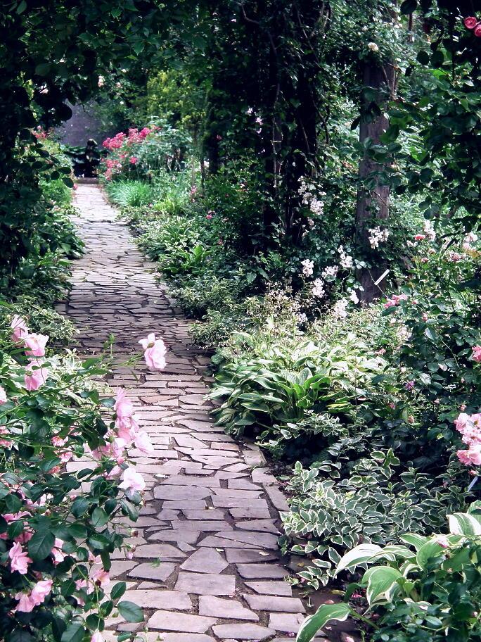 あの庭園に、あの小道の先に…またっ!?_e0064158_2338428.jpg