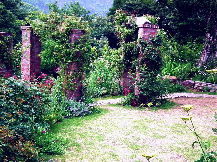 あの庭園に、あの小道の先に…またっ!?_e0064158_23393990.jpg