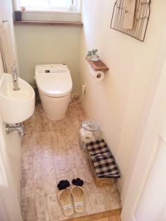 トイレにスリッパ_f0173771_1056576.jpg