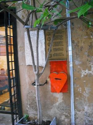 ローマ・マルグッタ通り(2)~風情ある地はまた、モダンアートの地だった!_a0172661_22284535.jpg