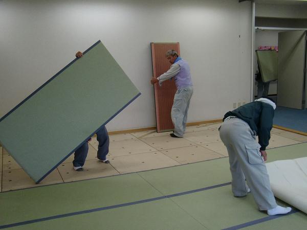 養護施設の床工事 ~ 大変だった材料運び込み_d0165368_9183494.jpg