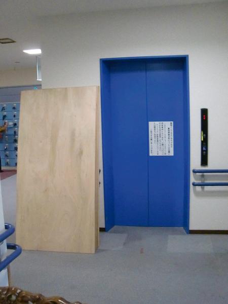 養護施設の床工事 ~ 大変だった材料運び込み_d0165368_9184955.jpg
