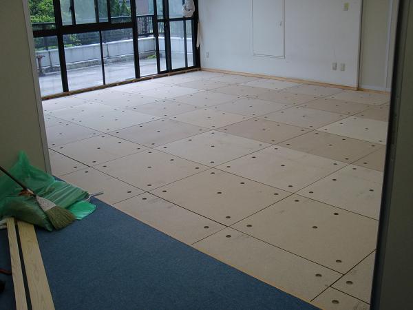 養護施設の床工事 ~ 大変だった材料運び込み_d0165368_919781.jpg