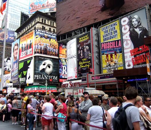 ニューヨークのブロードウェイ・ミュージカルが史上空前の人気爆発中!!!_b0007805_2232240.jpg