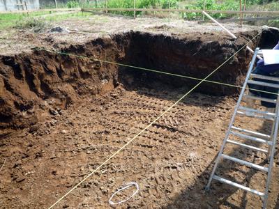 土を搬出してやり方出しです_a0148909_072753.jpg