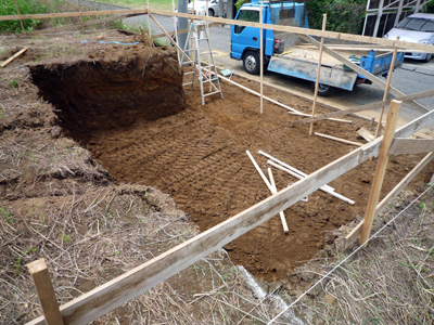 土を搬出してやり方出しです_a0148909_074198.jpg
