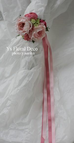 淡いピンク色のドレスに ピンク色のフラワーアクセサリー_b0113510_001927.jpg