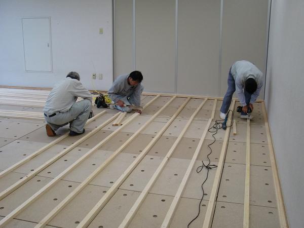 養護施設の床工事 ~ 床作り開始です。_d0165368_645193.jpg