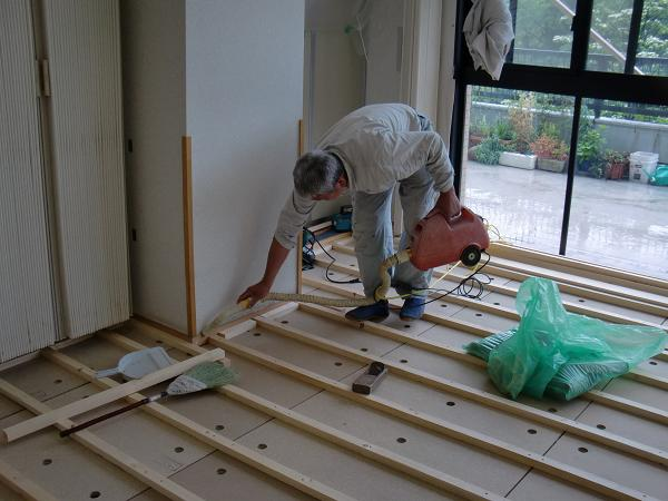 養護施設の床工事 ~ 床作り開始です。_d0165368_652831.jpg