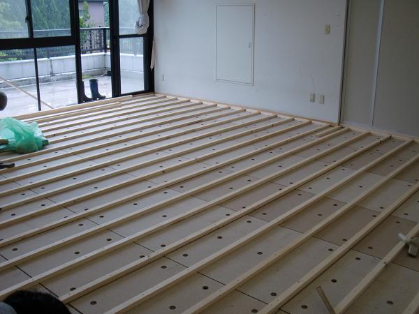 養護施設の床工事 ~ 床作り開始です。_d0165368_65731.jpg