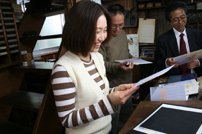「Room」展のハガキ印刷のため、斉田製版社へ伺いました。_f0171840_1003243.jpg