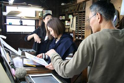 「Room」展のハガキ印刷のため、斉田製版社へ伺いました。_f0171840_1144128.jpg