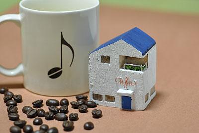 白い壁の cafe_b0195242_0273816.jpg