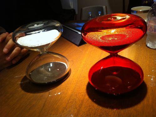 byマーク・ニューソン/アイクポッド赤い砂時計が来日!_f0039351_22541171.jpg